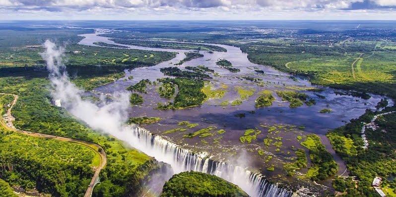 Le spettacolari cascate Vittoria tra la Davil's pool e l'Angels' Armchair, tra Zambia e Zimbabwe