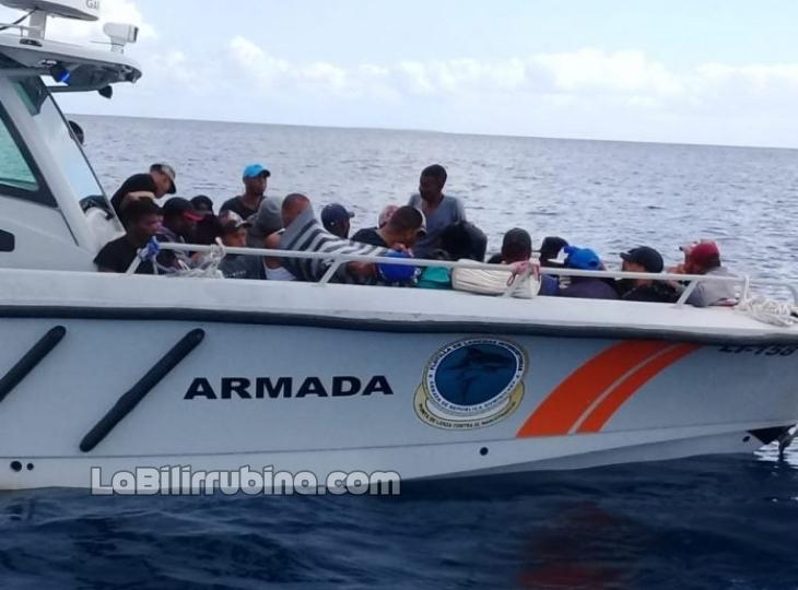 Detienen 28 yoleros en viaje ilegal a Puerto Rico
