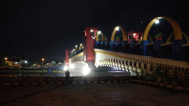 suasana jembatan Berendeng dari lokasi taman kuliner