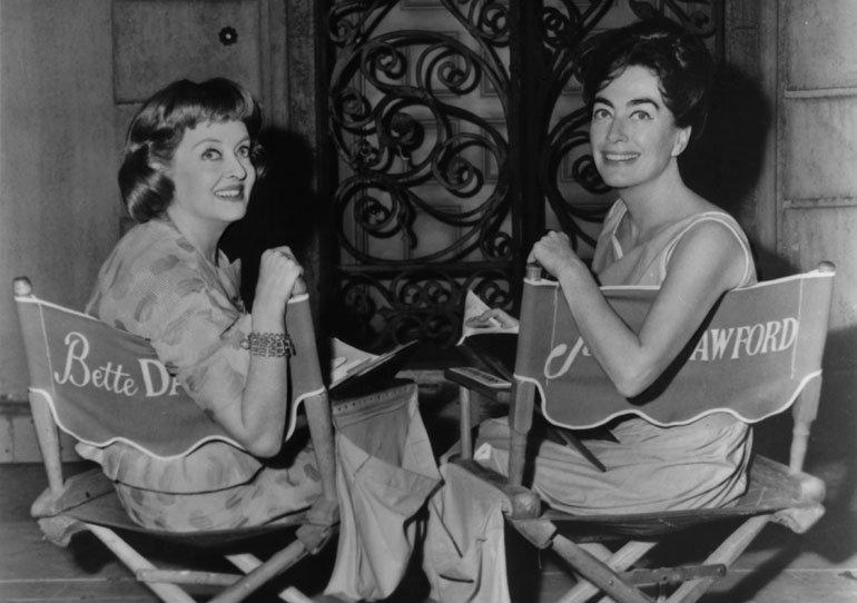 Bette Davis y Joan Crawford en una imagen promocional de la película Qué fue de Baby Jane