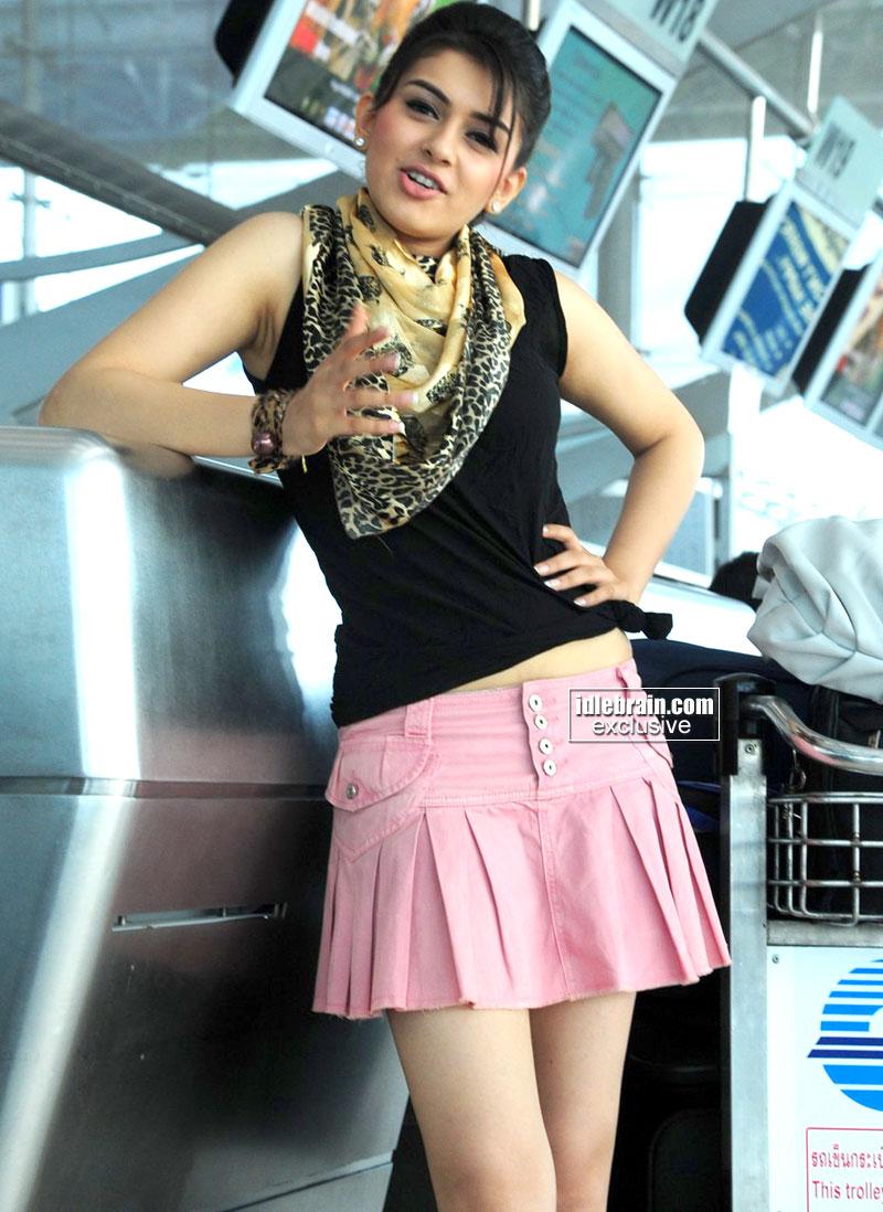 Hanshika Motwani Sexy Thunder Thigh Show with Pencil heels