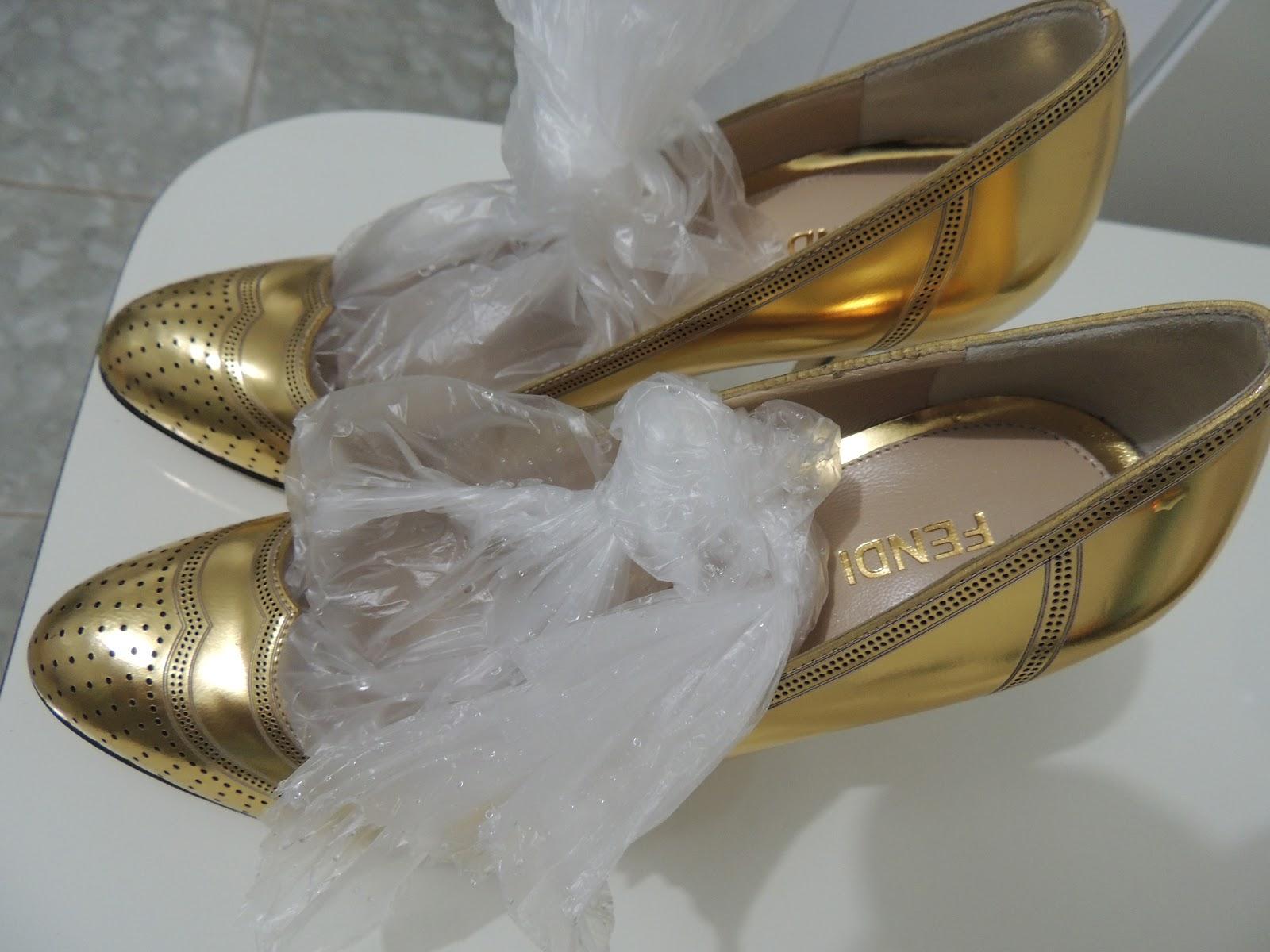 como folgar sapatos