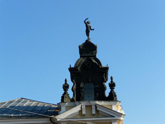 Николаев. Архитектурные памятники. Художественная школа. Дом с Меркурием