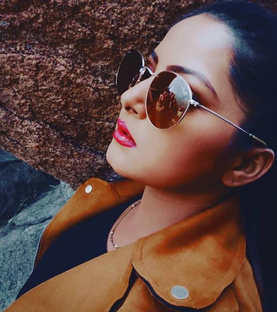 Anjana Singh hot selfie image