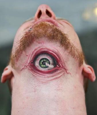 tatuaje de ojo verde