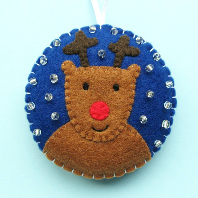 http://bugsandfishes.blogspot.co.uk/2016/10/felt-reindeer-christmas-ornament-tutorial.html