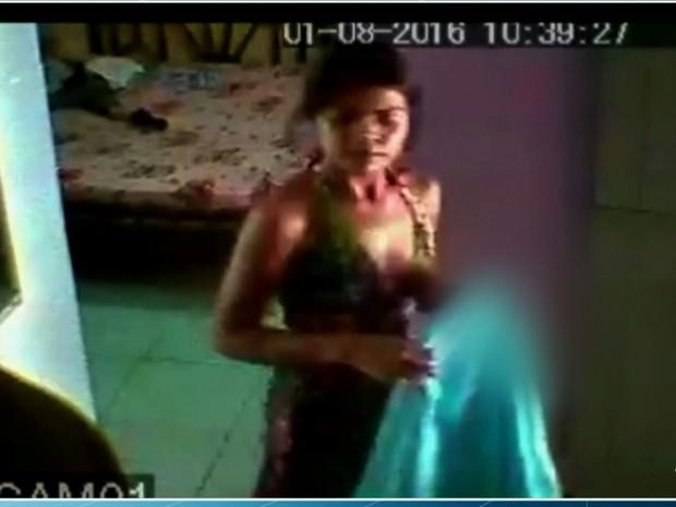 Cuidadora filmada em Ubajara maltratando jovem com paralisia cerebral é presa