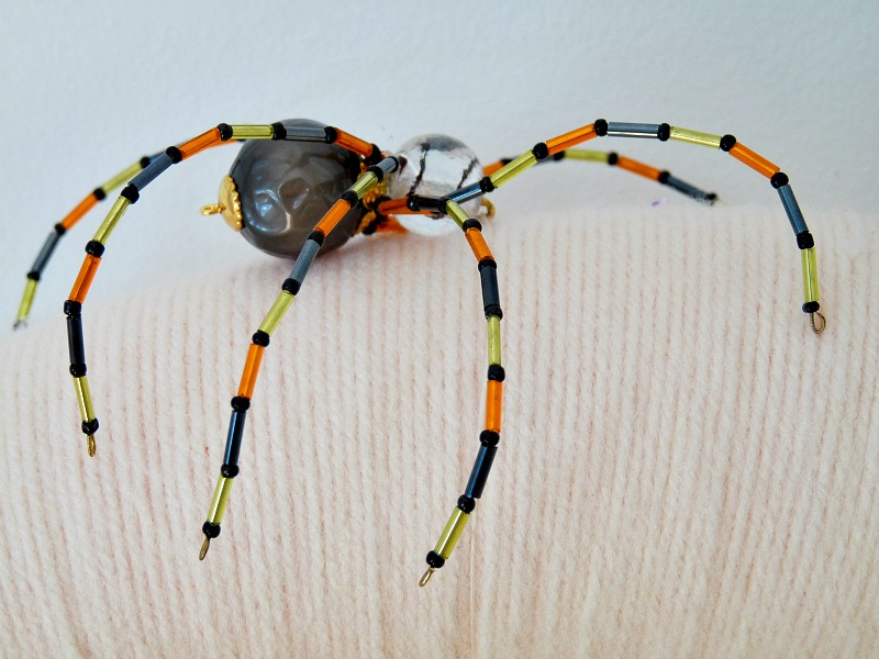 How to make a beaded spider for Halloween