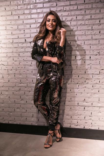 Look de Juliana Paes tem brilho de paetês e nova tendência do sutiã à mostra