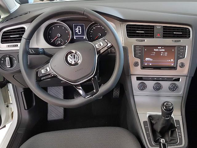 VW Golf Comfortline TSI 2017 - painel - volante multifuncional