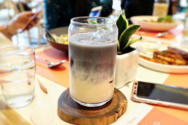 Charcoal Soy Milk at Fedwell Citywalk Review