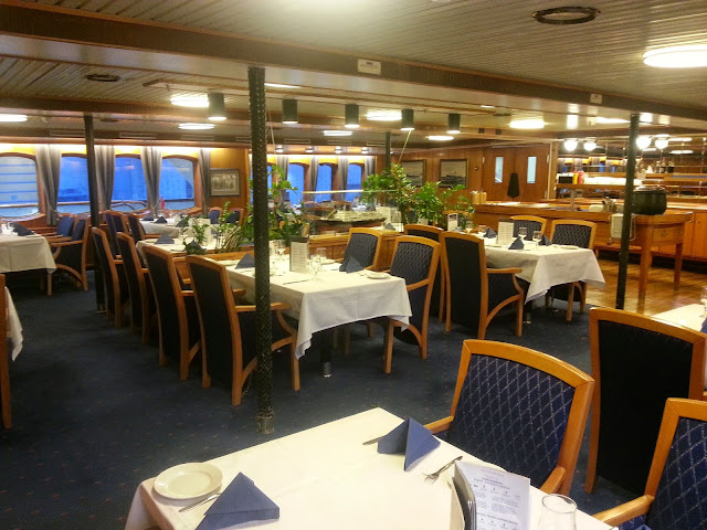 Hurtigruten MS Lofoten - Main Dining Room/Restaurant