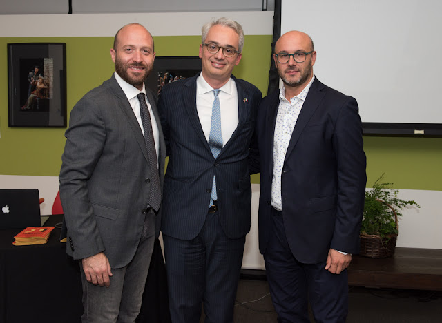 (from left to right) ANDREA COMPAGNUCCI, Consul General LORENZO ORTONA, and Maestro RICCARDO FRIZZA at Istituto Italiano di Cultura's 'Meet the Maestro' event in San Francisco, 27 August 2018 [Photo © by Flavia Loreto Photography / Istituto Italiano di Cultura; used with permission]