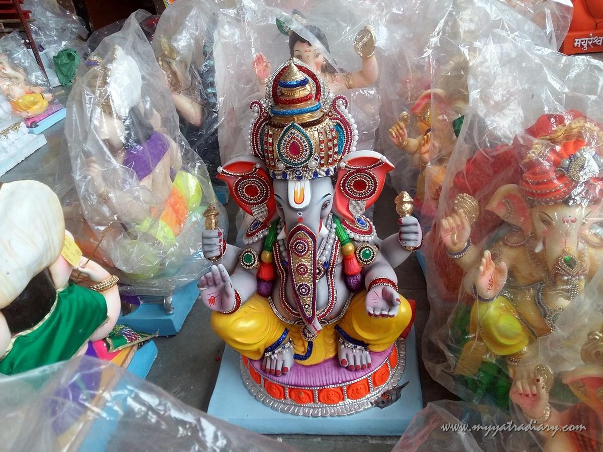 Colorful Ganesha idols for sale, Ganesh Chaturthi, Mumbai