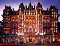 El infinito Hotel Hilbert. La solución perfecta para acabar con el paro: nos colocamos todos como servicio de habitaciones, y ya está.