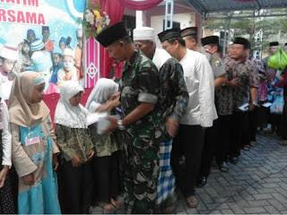 Koramil 09/Kandat Bersama BKAD Ringinrejo Santuni Anak Yatim Piatu