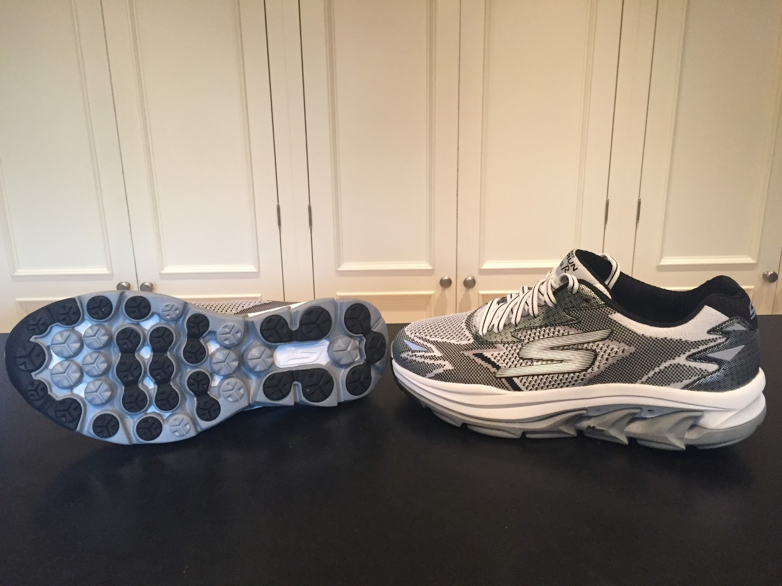 antepasado formación referencia  Road Trail Run: Review Skechers GORun Ultra Road-Max Cushion with a  Innovative Well Ventilated, Supportive Knit Upper
