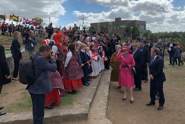 Buenos Aires, Tres Arroyos, Necochea and Tandil. Queen wore Pink blazer and skirt