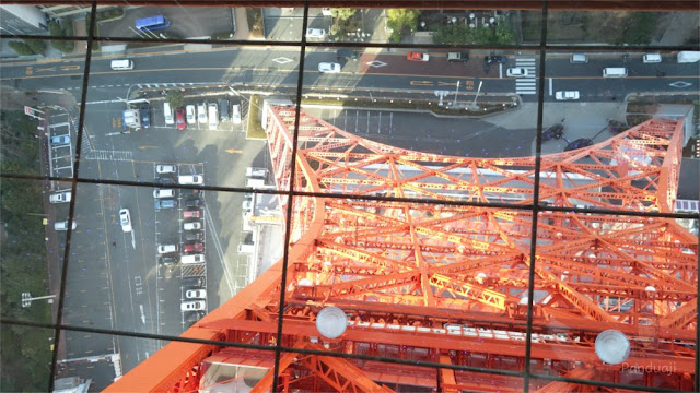 Lantai kaca di Tokyo Tower
