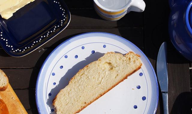 Rezept: Fluffiger Hefezopf ohne Gehen lassen. Dieser Zopf schmeckt nicht zu sehr nach Hefe und einfach so bzw. mit Butter ausgezeichnet.