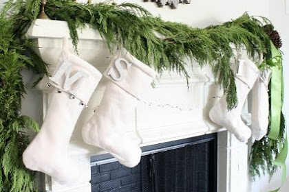 25 Fresh Ways To Style Your Mantel For Christmas