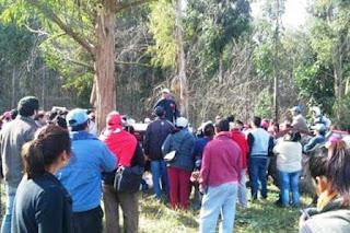 Familias de quinteros fueron reprimidas y desalojadas con violencia del Parque Pereyra Iraola, en Berazategui . Un total de 48 personas, entre ellos alrededor de diez menores, fueron detenidas durante el operativo realizado por la Policía Bonaerense. Reclamaban acceso a tierras públicas para cultivar.