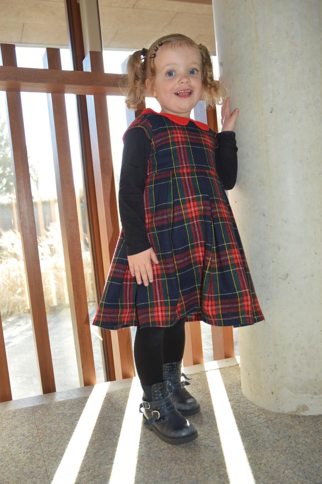 Stof   Fabric   uit mijn stoffenkast   from my stash. Patroon Pattern   Alice  Pleated Dress - Bella Sunshine Designs fb40064b4