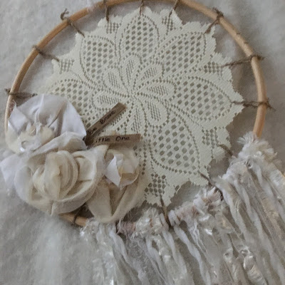 http://atrayofbliss.blogspot.com.au/2016/06/a-homespun-yeardreamy-dreamcatcher-diy.html