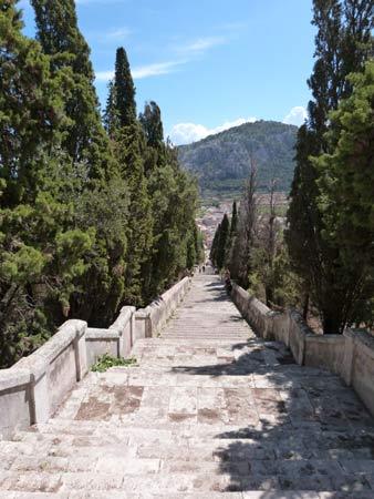 Blick: El Calvari in Pollenca auf Mallorca
