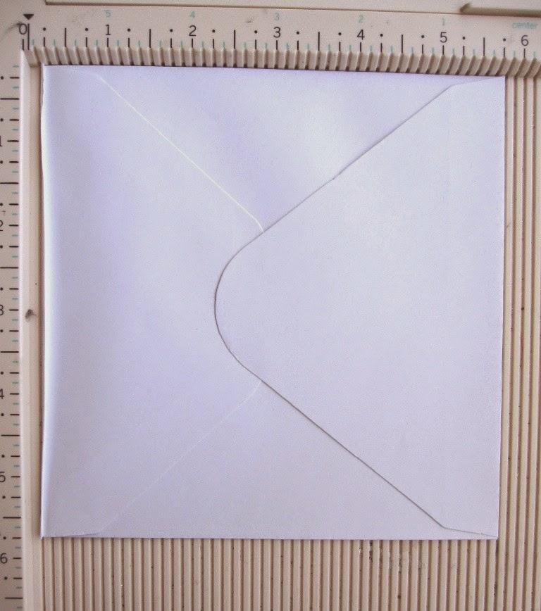 paso 7a tutorial mini-álbum scrapbook, tabla de plegado con sobre marcado a 1/8