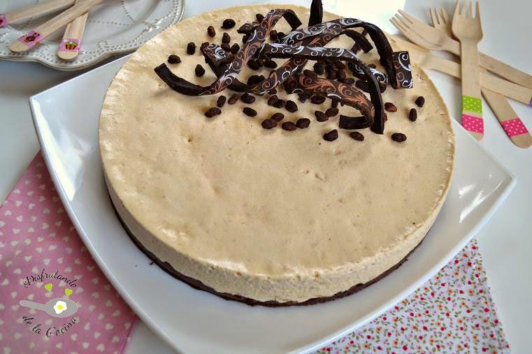Bavaresa de turrón de Jijona con crujiente de chocolate (Postre fácil)