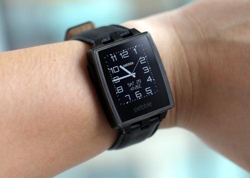 Chiếc đồng hồ thông minh Pebble Steel
