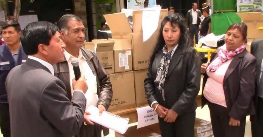 Entregan laptops y proyectores multimedia a colegio de Huancayo - Junín