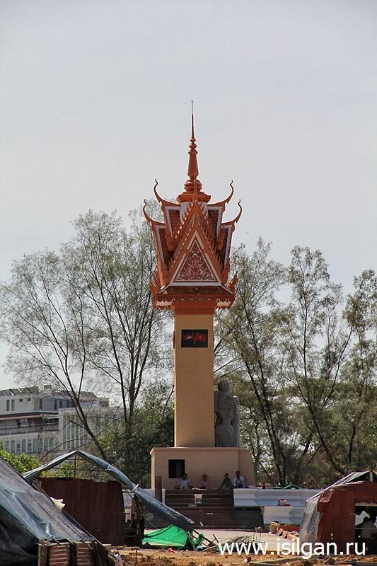 Monument-Druzhby-narodov-Vetnama-Kambodzhi-Gorod-Sianukvil-Сambodia