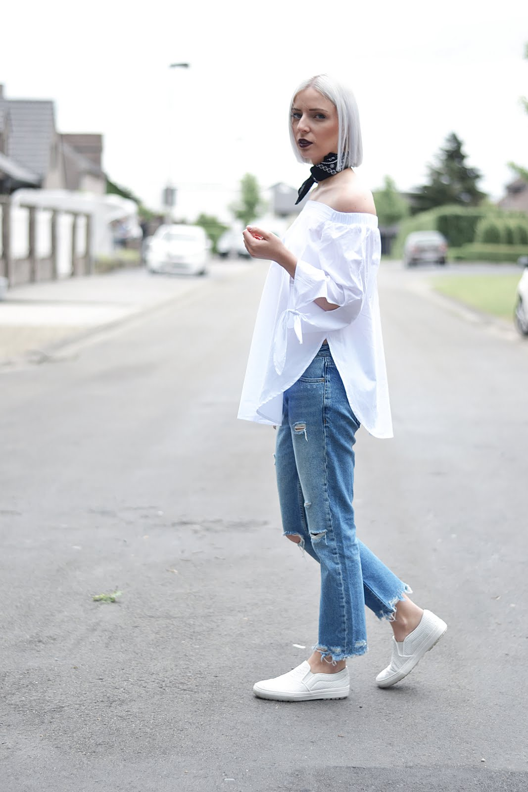 Sheinside, off shoulder top, levis, bandana, neck scarf, ripped jeans, mango, zara slip on, street style, ootd, belgian blogger