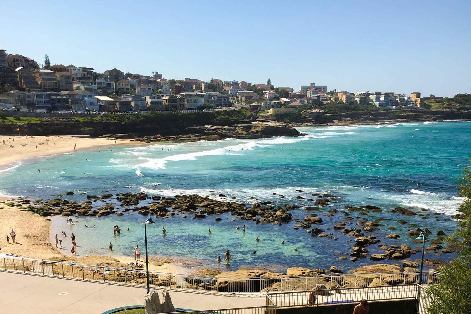 Imagem de uma das praias da trilha de Coogee até Bondi em Sydney