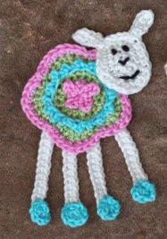 http://www.mycrochetprojects.com/en/crochet/eine-farbenfrohe-gehakelte-schaf-applikation.html
