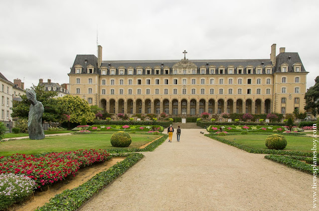 Palacio de San Jorge (Palais Saint-Georges) Rennes Bretaña Francia viaje coche
