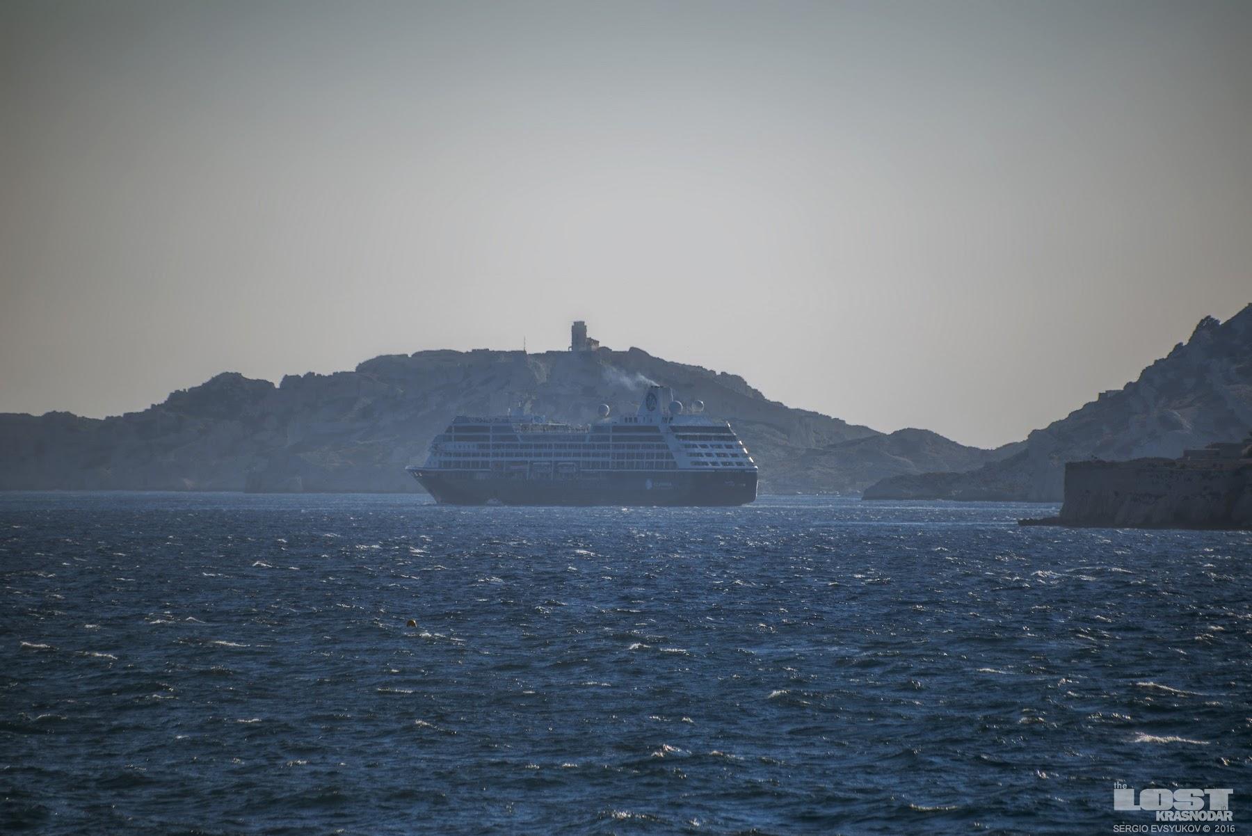 Круизный лайнер в Марселе