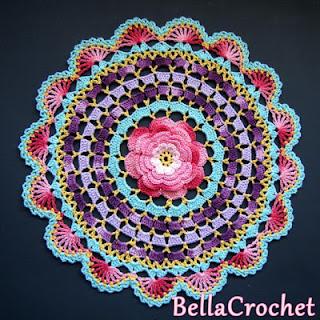 http://bellacrochet.blogspot.com.es/2015/09/radiant-rose-mandala-doily-free-crochet.html