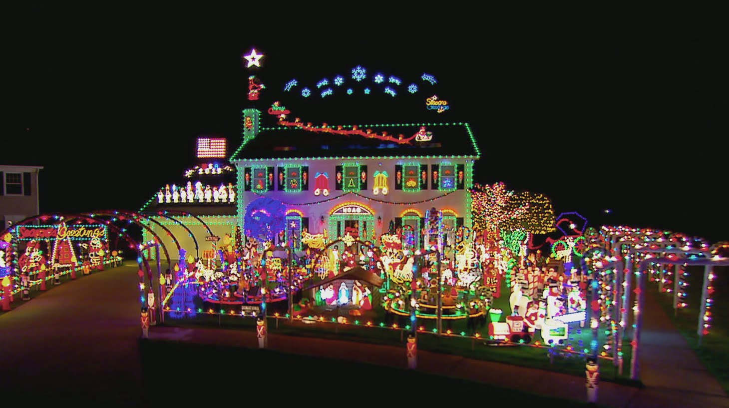Christmas Light Fight 2019.The Great Christmas Light Fight Renewed For Season 7 The