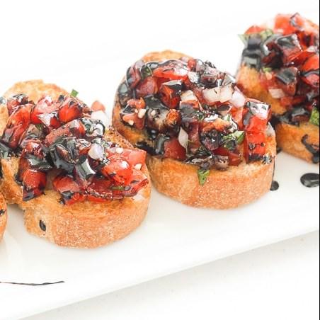 EASY TOMATO BRUSCHETTA WITH BALSAMIC GLAZE #appetizers #yummyfood