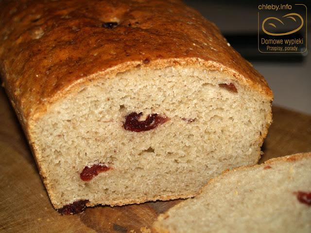 Chleb z płatkami gryczanymi i żurawiną
