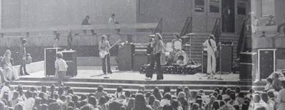 Fotografía en blanco y negro: Concierto de Van Halen en Pasadena (La Cabaña) en 1976