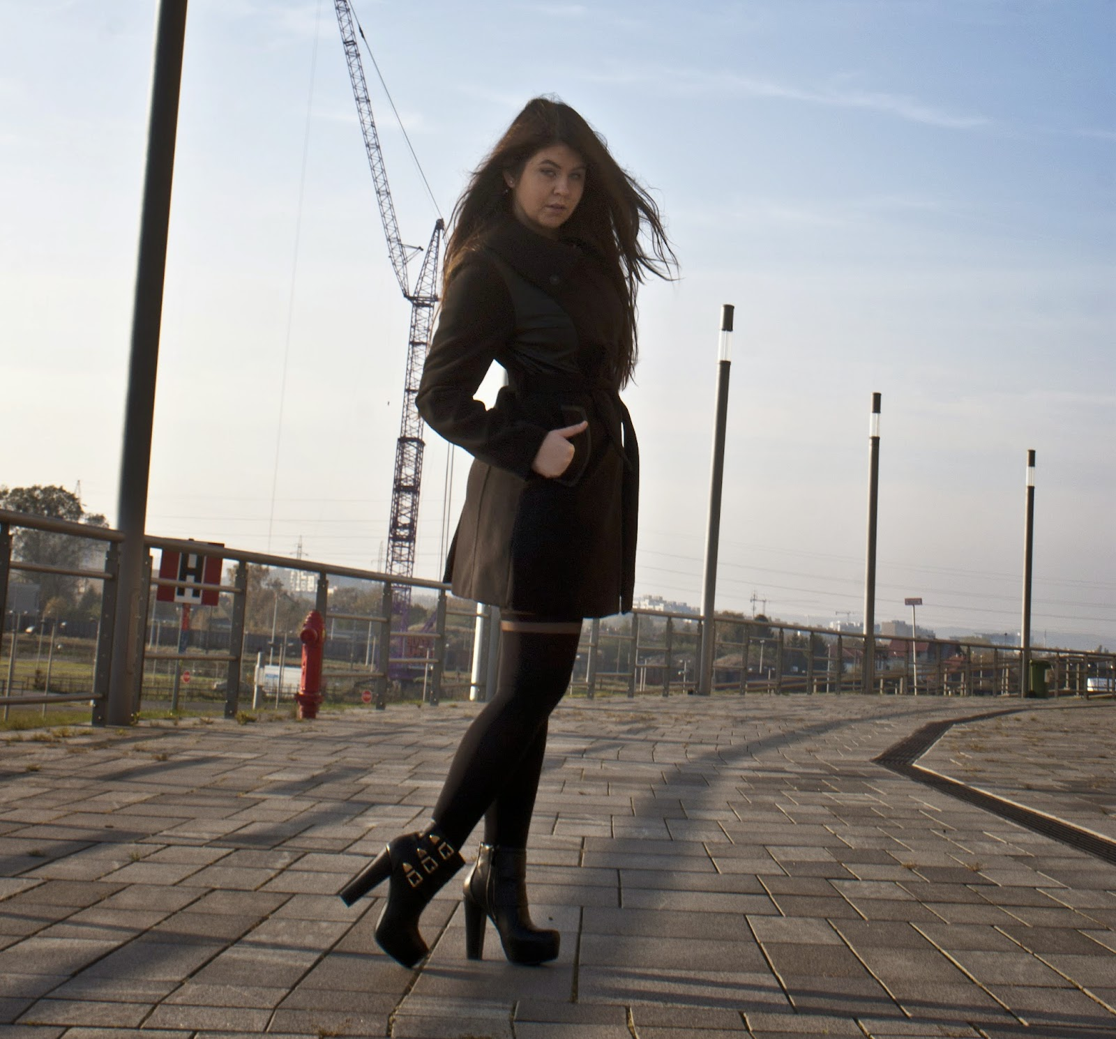 Czarny płaszcz