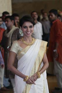 Actress-kasavu-saree