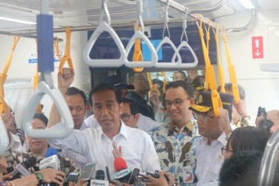 Anies 'Menyandera' Jokowi