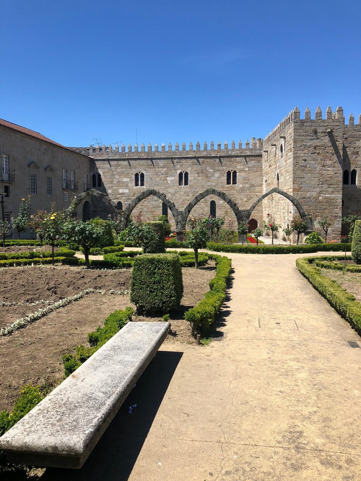 Braga e suas belezas, e Guimarães, com mais de mil anos de história em Portugal