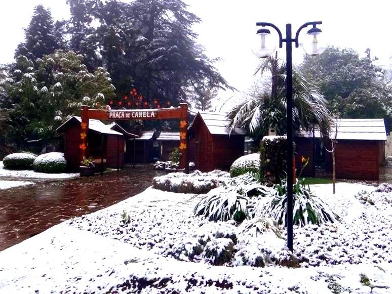 Neve na Praça João Correa, em Canela