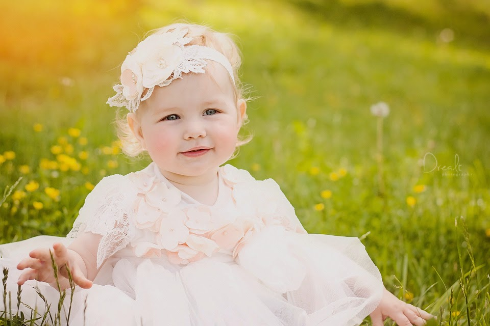 Krikštynų fotosesija mergaitė